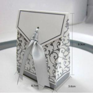 Geschenkdoosjes wit en zilver met strik
