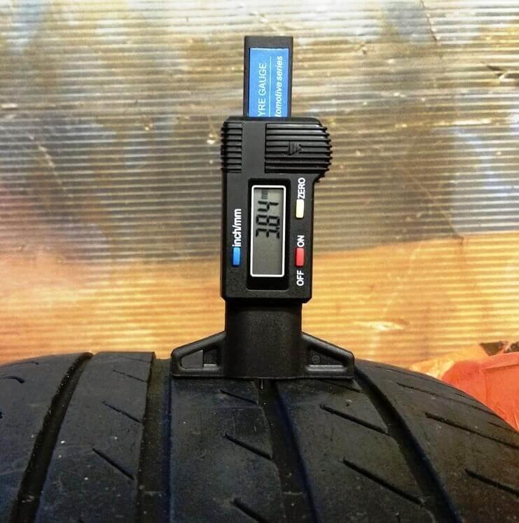 Bandenprofiel meters meten snel of je nog de weg op mag.