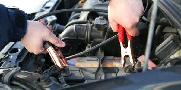 Zorg dat je auto nog kan starten door van je accutester gebruik te maken.