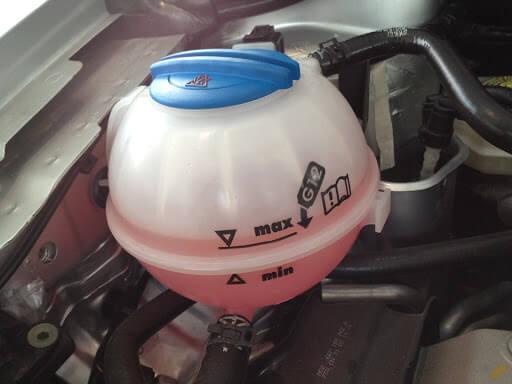 Hou je motor goed koel met voldoende koelvloeistof!