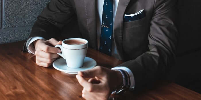 Je aankleden en koffie zitten helpt om op een fijne manier in werkmodus te komen.